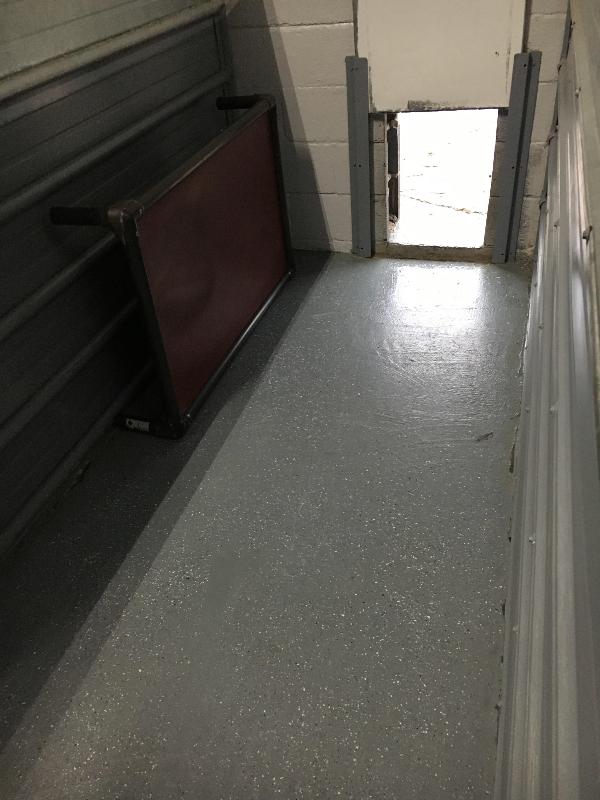 dog rescue kennel floor